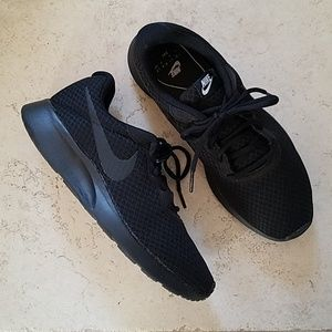 Nike women's Tanjun shoes